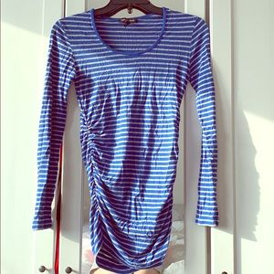 Isabella Oliver maternity top. Size 1.Synched side